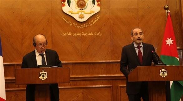 وزير خارجية فرنسا جان إيف لودريان ونظيره الأردني أيمن الصفدي (أ ب)