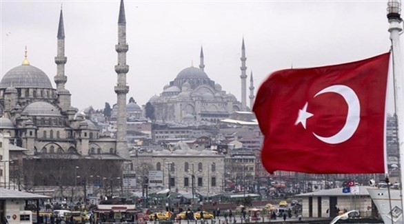 علم تركي في مدينة إسطنبول (أرشيف)