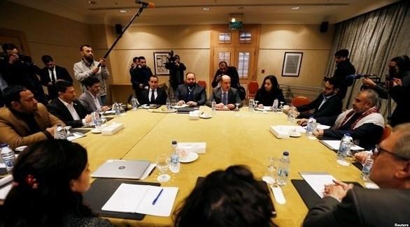جانب من المفاوضات الجارية في العاصمة الأردنية بشأن تبادل الأسرى (رويترز)