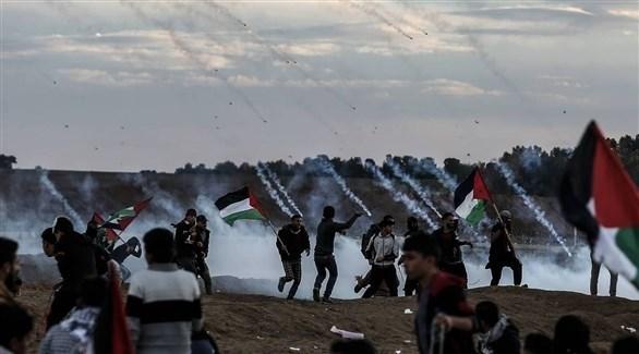 جيش الاحتلال يطلق قنابل الغاز المسيل للدموع على المحتجين (أ ف ب)