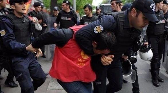 الشرطة التركية تعتقل محتجين (أرشيف)