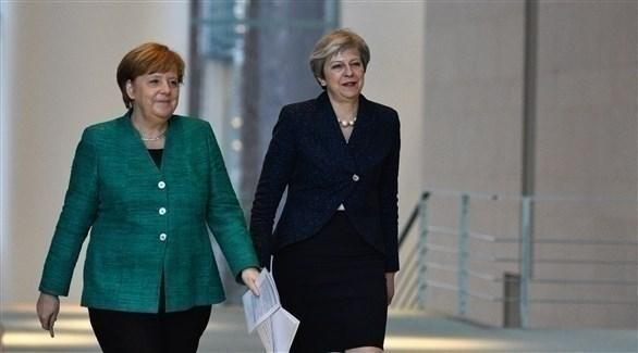 رئيسة الوزراء البريطانية تيريزا ماي والمستشارة الألمانية أنجيلا ميركل (أرشيف)