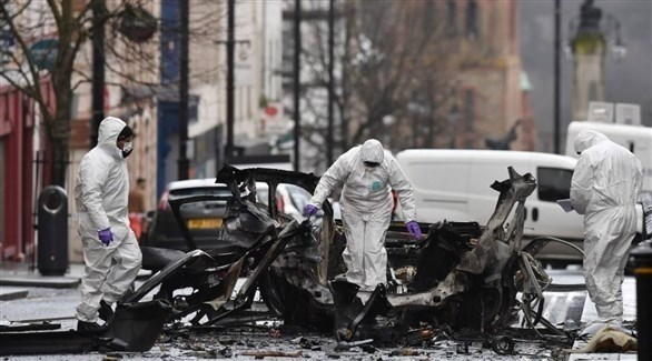 الشرطة الأيرلندية تفتش في موقع الانفجار الذي هز مدينة لندنديري يوم السبت (أرشيف)