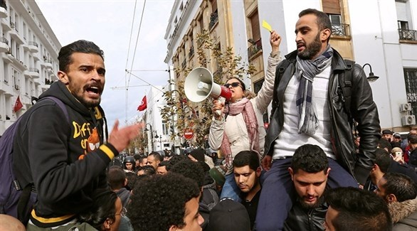 آلاف المعلمين في تونس خلال مسيرة احتجاجية (أرشيف)