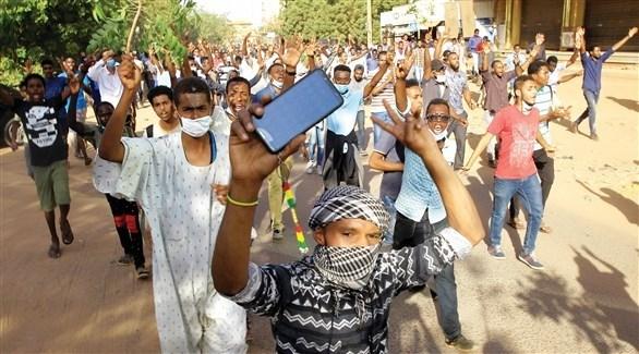 سودانيون في تظاهرات احتجاجية (أرشيف)