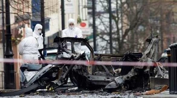 محققون في موقع انفجار السيارة في أيرلندا الشمالية (أرشيف)