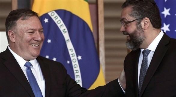 وزير الخارجية الأمريكي مايك بومبيو ونظيره البرازيلي ارنستو اروغو (إ ب أ)