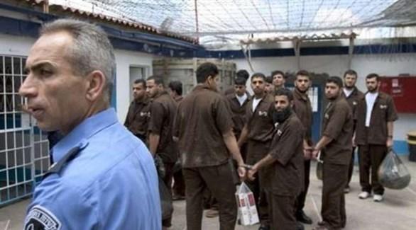 أسرى فلسطينيون في معتقل عوفر الإسرائيلي (أرشيف)