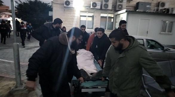 محاولة إسعاف الشاب الفلسطيني محمود النباهين (تويتر)