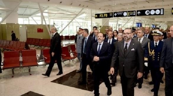 العاهل المغربي خلال تدشينه لتوسعة مطار محمد الخامس (هسبريس)