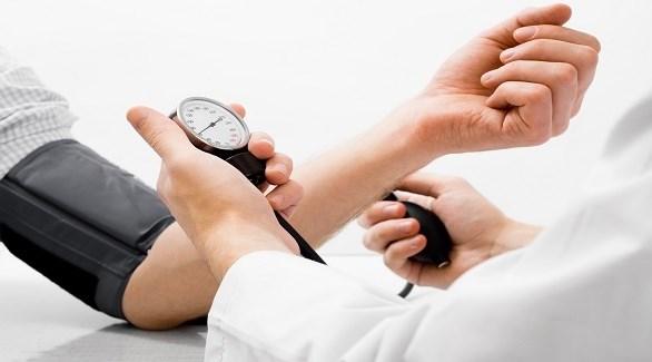 جهاز قياس ضغط الدم (ارشيف)