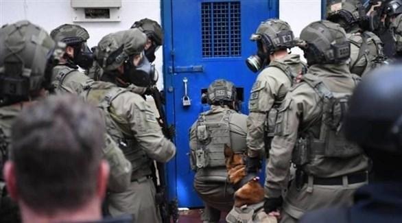 عناصر من قوات الاحتلال تقتحم سجن عوفر (أرشيف)