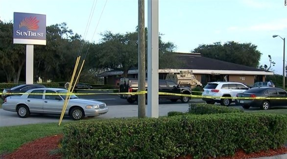 سيارات الشرطة تطوق مكان الجريمة في فلوريدا (تويتر)