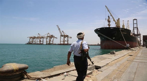 مسلح من ميليشيا الحوثي في ميناء الحديدة (أرشيف)