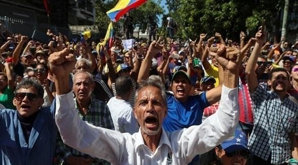 متظاهرون في فنزويلا ضد نظام الرئيس نيكولاس مادورو (إ ب أ)