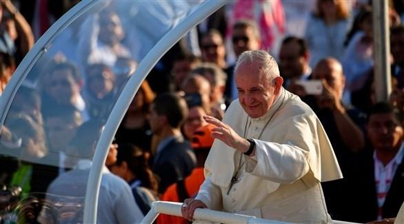 البابا فرنسيس بعربته في بنما (أ ف ب)