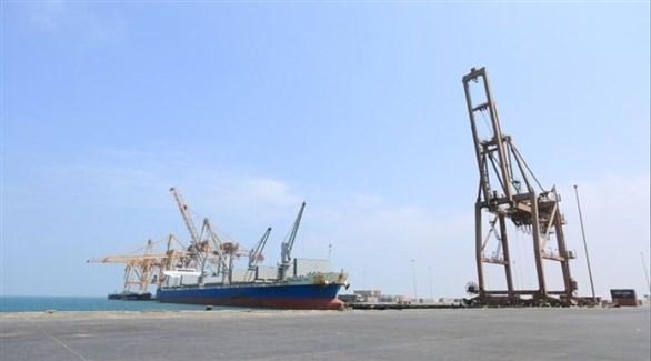 سفينة ترسو في ميناء الحديدة باليمن (رويترز)