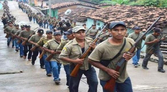 مسلحون من جماعات الدفاع الذاتي والشرطة المجتمعية في المكسيك (أرشيف)