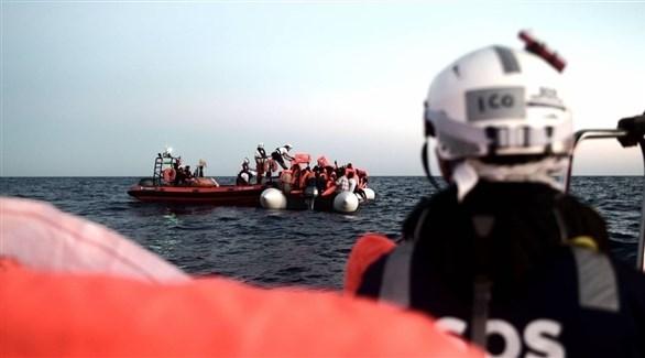 منقذون ينتشلون مهاجرين من مياه المتوسط (أرشيف)