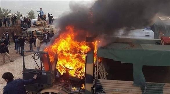 محتجون عراقيون يحرقون آليات عسكرية تركية في دهوك (أرشيف)