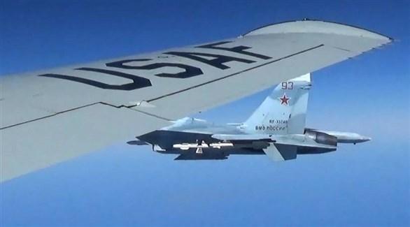 مقاتلة حربية روسية تراقب تحركات طائرة أمريكية (أرشيف)