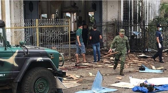 عسكري فلبيني أمام الكنيسة المستهدفة يوم الأحد الماضي (أرشيف)