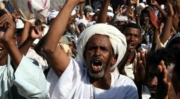 محتجون سودانيون (أرشيف)