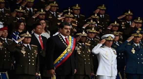 الرئيس الفنزويلي نيكولاس مادورو وسط كبار ضباط جيشه (أرشيف)