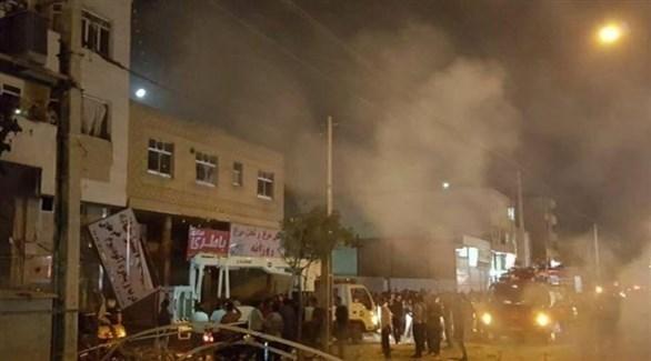 دخان يتصاعد من مكان الانفجار الذي وقع بمدينة زاهدان الإيرانية (تويتر)