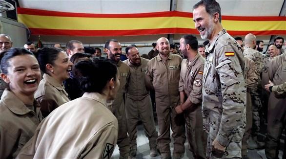 العاهل فيليب السادس مع عكسريين إسبان في العراق (الباييس)