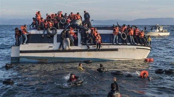 مهاجرون على متن قارب في البحر المتوسط (أرشيف)