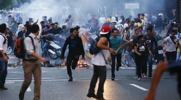 متظاهرون ضد الرئيس مادورو في العاصمة الفنزويلية كاراكاس (أرشيف)