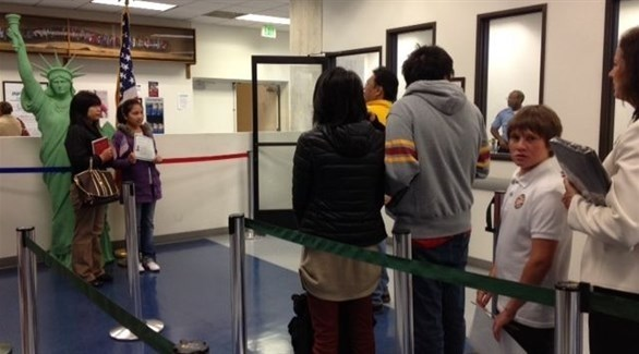 مسافرون في مطار أمريكي (أرشيف)