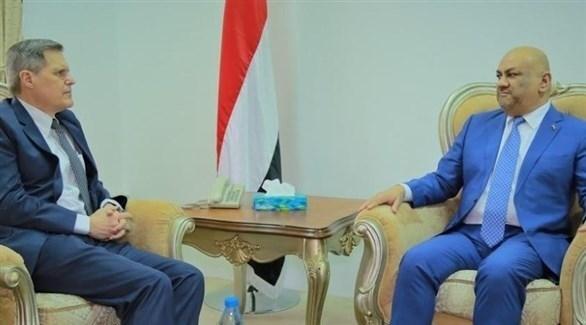 وزير الخارجية اليمني خالد اليماني مع السفير الأمريكي لدى بلاده ماثيو تولر (تويتر)