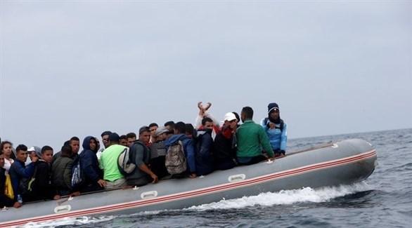مهاجرون على متن زورق مطاطي في الطريق إلى السواحل الإسبانية (أرشيف)