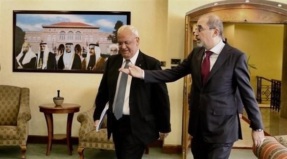 وزير الخارجية الأردني أيمن الصفدي و أمين سر اللجنة التنفيذية في منظمة التحرير صائب عريقات (أرشيف)