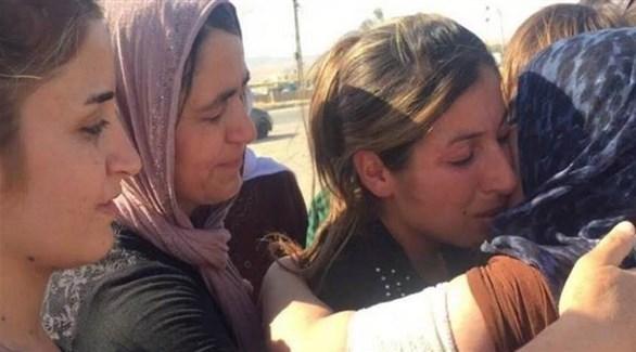 إيزيديات ناجيات من داعش في العراق بعد تحريرهن (أرشيف)