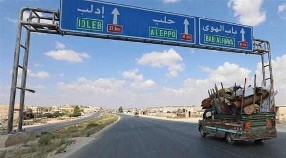 شاحنة في الطريق إلى محافظة إدلب السورية (أرشيف)
