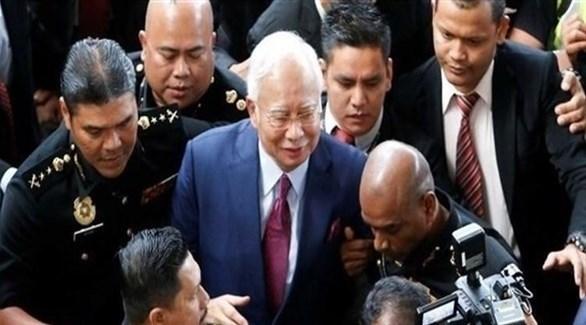 اعتقال رئيس وزراء ماليزيا السابق يحضر إحدى جلسات محاكمنه (أرشيف)