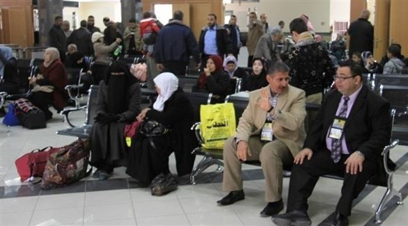 معتمرون من  غزة في الصالة الفلسطينية لمعبر رفح (أرشيف)
