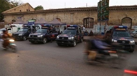 نقطة تفتيش للشرطة الباكستانية في كراتشي (EPA)