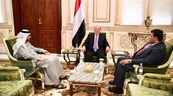 الرئيس اليمني عبدربه منصور هادي خلال استقباله السفير الإماراتي سالم الغفيلي (سبأ)