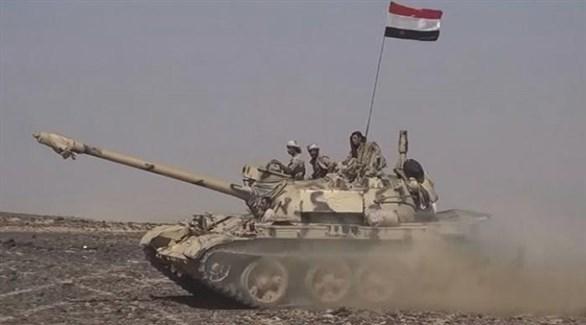 مدرعة وعناصر تابعة لقوات الجيش الوطني اليمني (أرشيف)