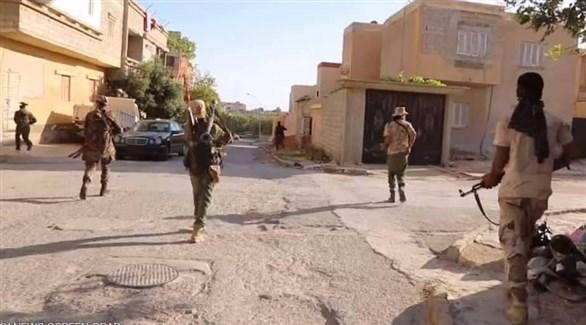 أفراد من الجيش الليبي خلال عمليات تمشيط أمنية في درنة (المركز الإعلامي)