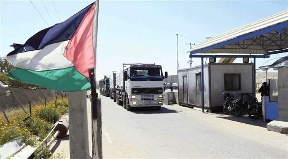 شاحنة تمر عبر معبر كرم أبو سالم (أرشيف)