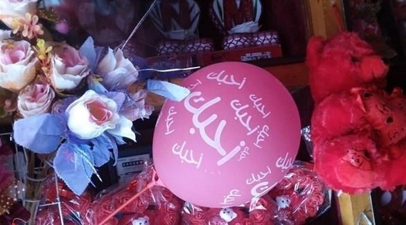 دبية حمراء وورود في عيد الحب بتعز (نيوز يمن)