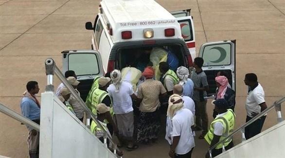 سيارة إسعاف تنقل المريضة اليمنية إلى الطائرة الخاصة الإماراتية (عدن تايم)