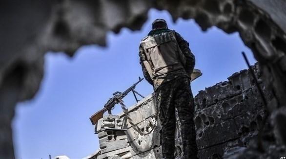 عنصر مسلح من قوات سوريا الديمقراطية (أ ف ب)