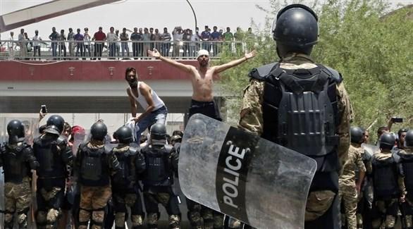 قوات مكافحة الشغب في العراق تمنع الطريق أمام تظاهرة في بغداد (أرشيف)