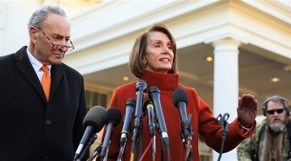 رئيسة مجلس النواب نانسي بيلوسي والسناتور تشاك شومر (أرشيف)